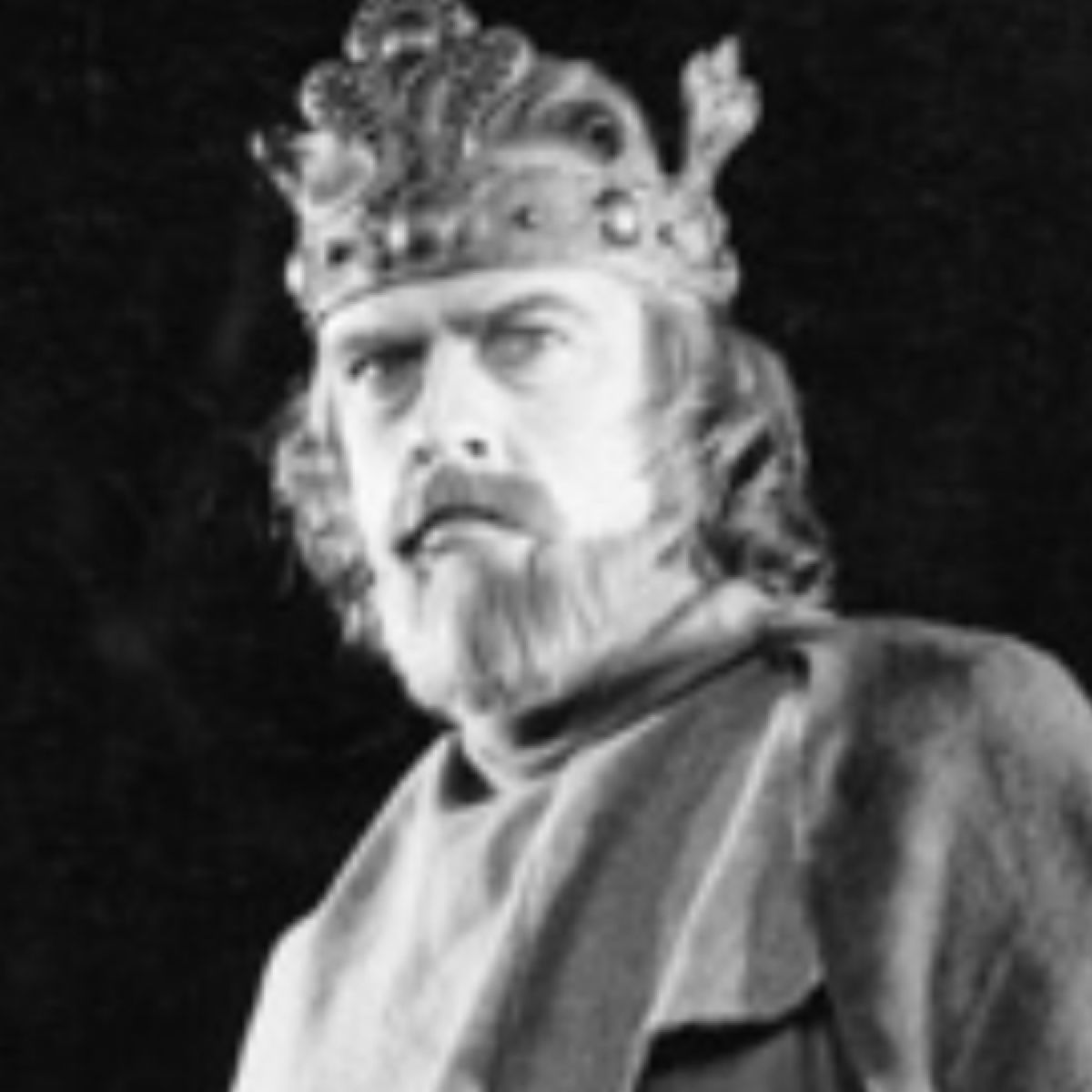 was duncan a weak king? essay Free essay: in the play macbeth by william shakespeare, one character has  always  and lady macbeth decide, in a great fit of ambition, to kill king duncan.