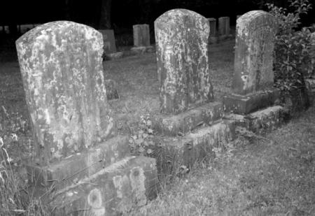 gravestones-1-1544278-639x440